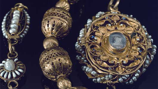 Mary-Queen-of-Scots-jewelleryNational-Museums